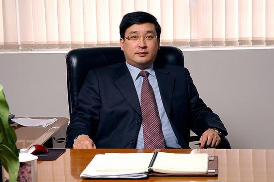 1996年7月任东风钟祥汽车弹簧有限公司总经理。