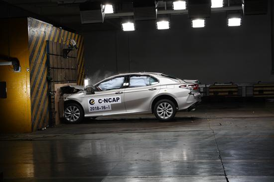 4、广汽本田汽车有限公司 讴歌牌 GHA7150JAD5A型轿车(CDX 1.5T两驱尊享版)