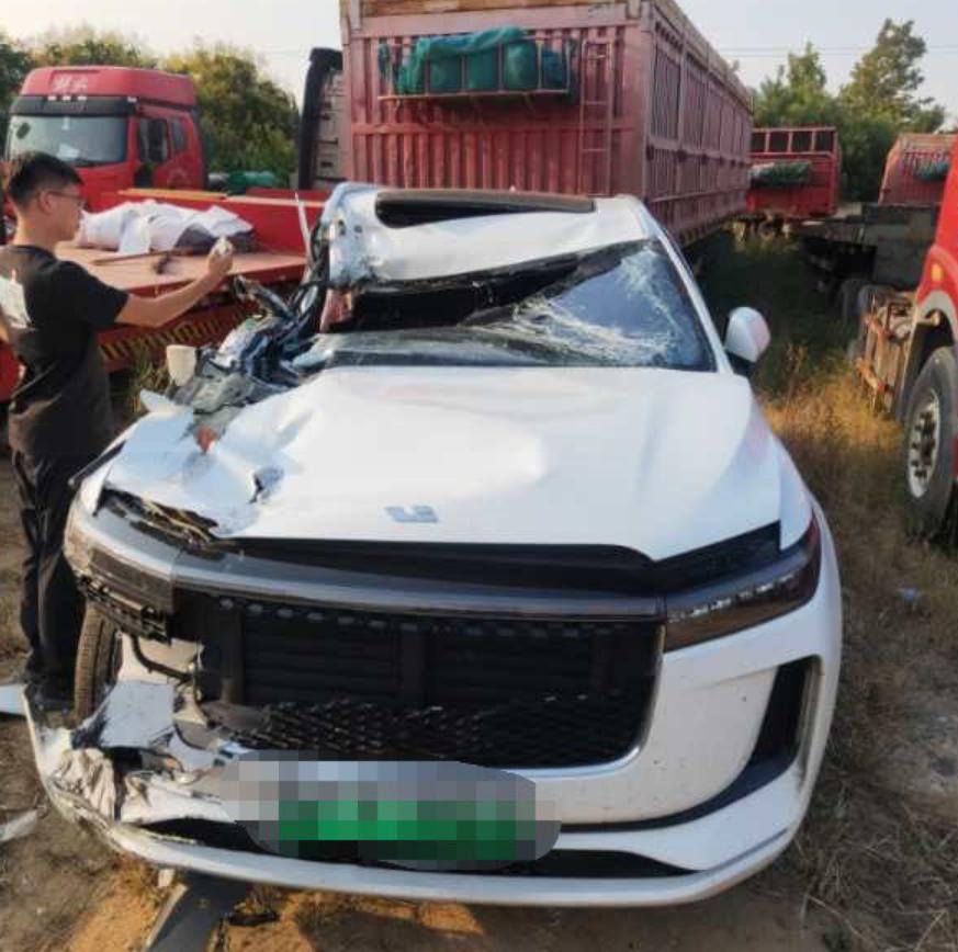 理想汽车回应G18高速A柱严重弯曲事件
