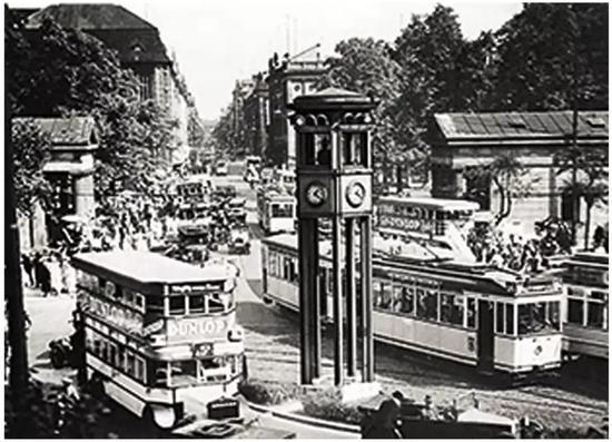 图1.1924年德国柏林坡茨坦广场的五边交通灯塔