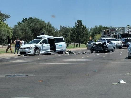 谷歌自动驾驶汽车在美遭遇车祸 驾驶员轻伤
