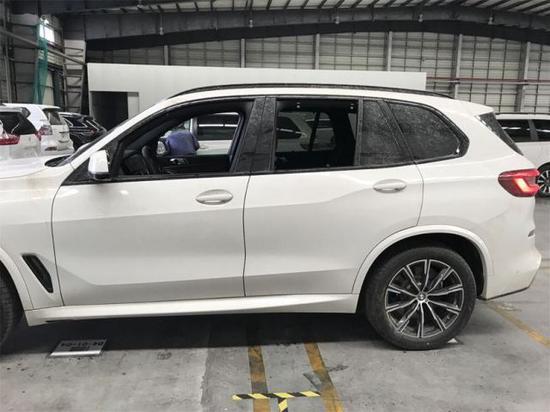 19款宝马X5港口新车到店 提车更优惠