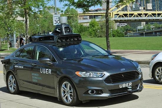 去年五月首度曝光的Uber自动驾驶汽车——福特蒙迪欧