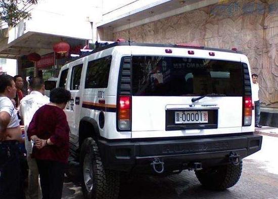 当然,还有深圳新增的沃尔沃S60L警车。
