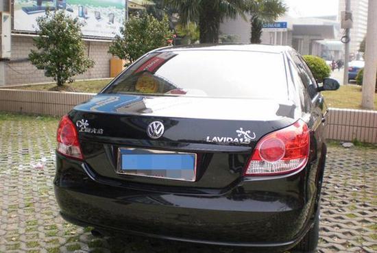 老司机在车后贴壁虎什么意思 真相有些意外高清图片