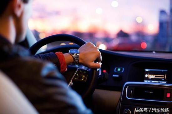 1.知道自己车子的刹车距离