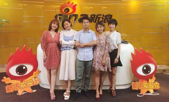 从左至右依次为:岳洁钰、高苏琳、李卫华、宋晨、杨肖文