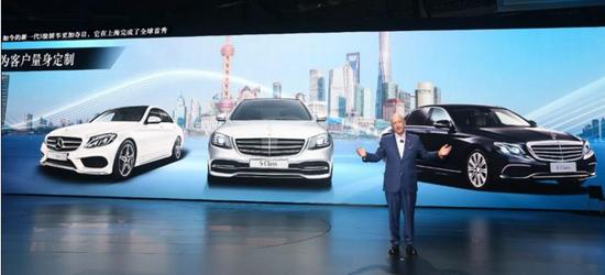 ▲上海车展上的北京梅赛德斯-奔驰销售公司总裁兼首席执行官倪恺