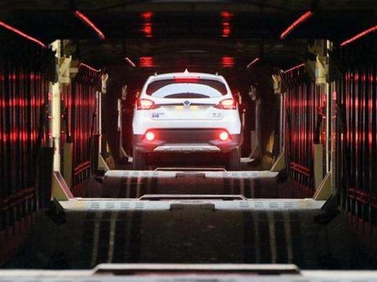 运输途中的新能源车(新华网)