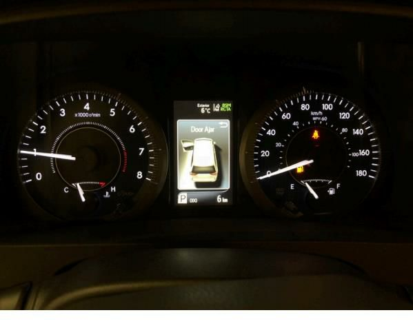 新葡亰496net少女,19款丰田塞纳3.5L七座版MPV报价配置解析