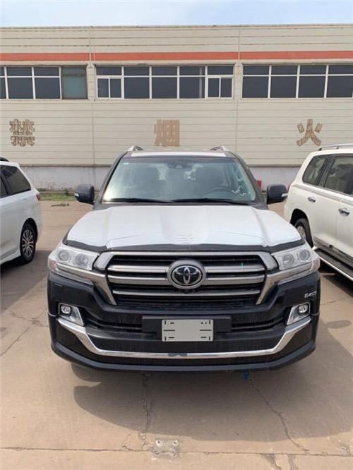 2019款丰田酷路泽5700中东版报价泰坦SUV
