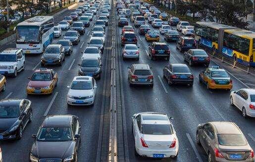 中汽协:中国2月乘用车销量122万辆 同比下降17.4%