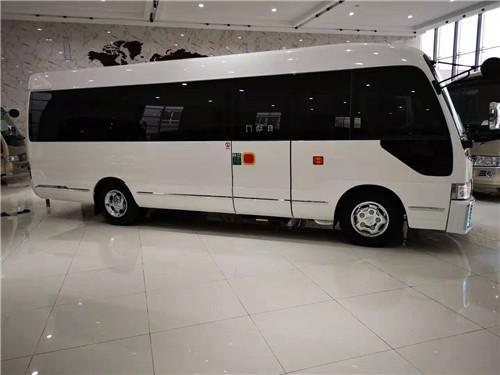 20款丰田柯斯达17座配置 通勤版中巴车