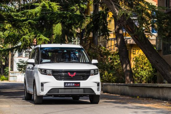 五菱宏光PLUS新车型上市 售价5.98-6.78万