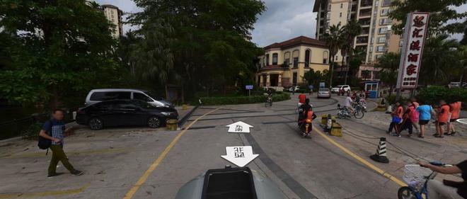 热浪|广州杨桃公园南门一辆广汽Aion S自燃 殃及无辜奥迪