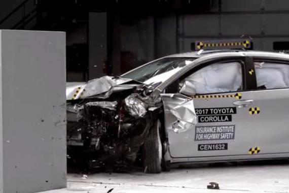 日系车一撞就碎 所以不安全?