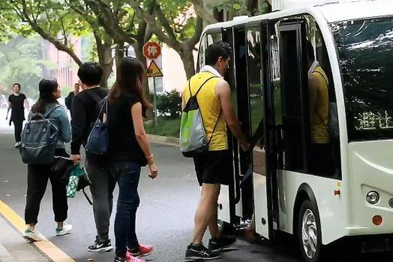 视频:无人小巴亮相上海交大!最多可乘8人