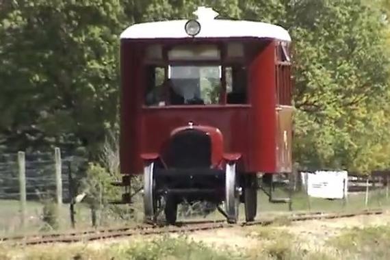 视频:福特T型铁轨车,好玩有趣,历史感浓郁