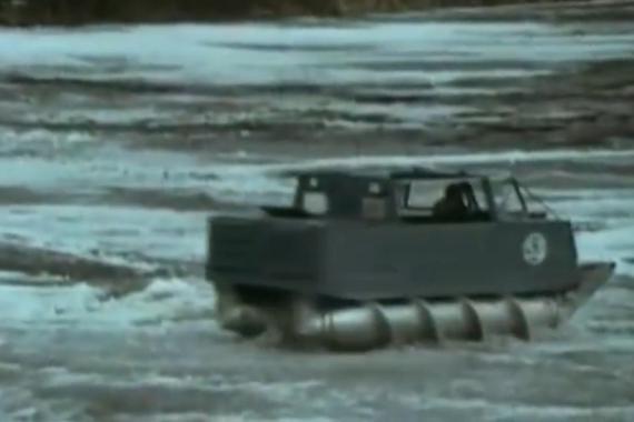视频: ZIL-29061通过螺钉而不是一般汽车的轮子推动车辆前进