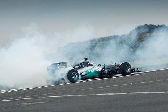 F1大片儿!拍的真不错!!
