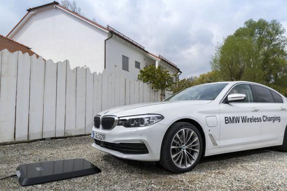 充电比加油还要方便?BMW无线充电技术演示