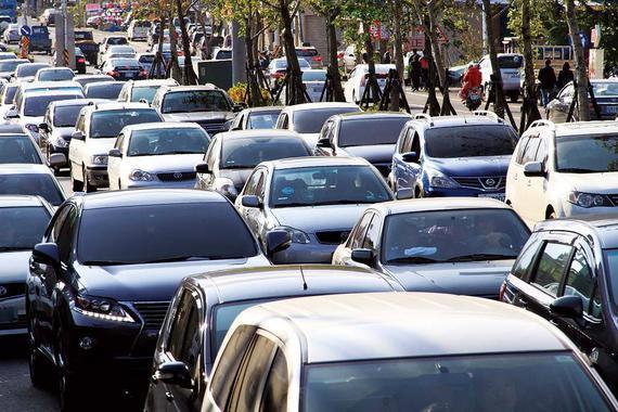 """连续八年销量""""狂奔""""后 中国汽车市场饱和了吗?"""