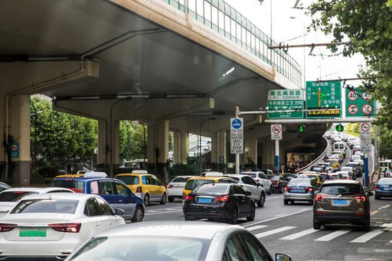 8城市汽车保有量超300万辆 二线城市赶超一线