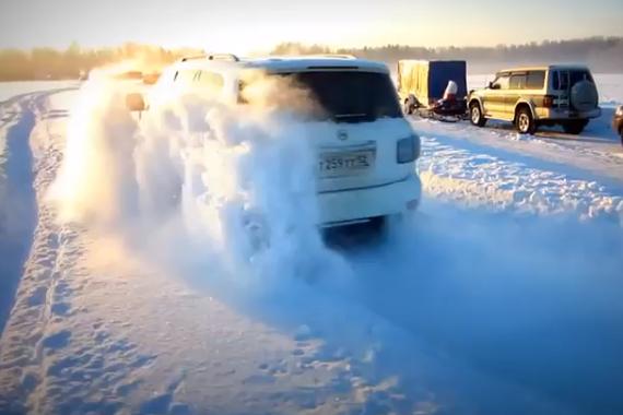 视频:沙漠之王变身雪地之王 途乐雪地越野
