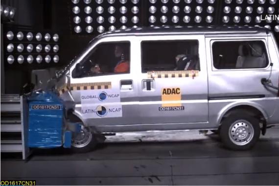 视频:有点尴尬了 神车五菱荣光碰撞测试0分