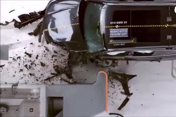 视频:奥迪Q7宝马X5沃尔沃XC90 三车碰撞对比测试