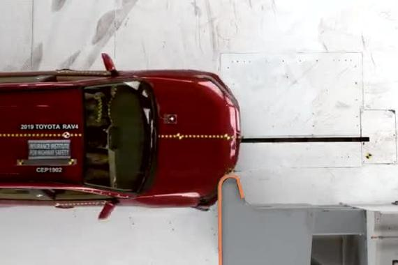 视频:还是很安全 2019款丰田RAV4碰撞测试