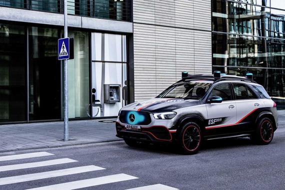 视频:梅赛德斯-奔驰ESF2019安全概念车宣传片