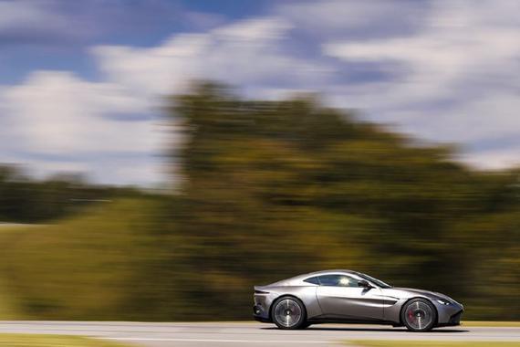 视频:超霸气的跑车系列 阿斯顿·马丁 V8 Vantage