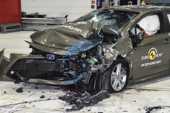 视频:安不安全撞过才知道 丰田新卡罗拉安全测试