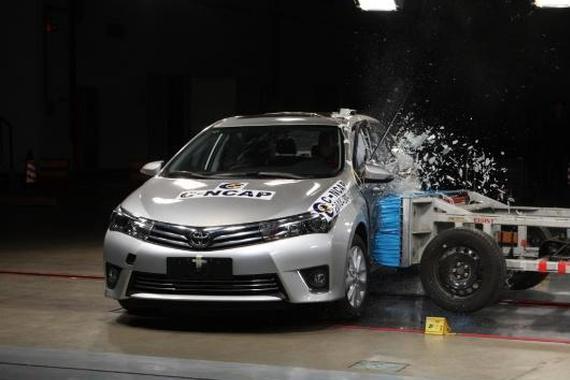视频:碰撞测试对比 丰田卡罗拉vs本田思域