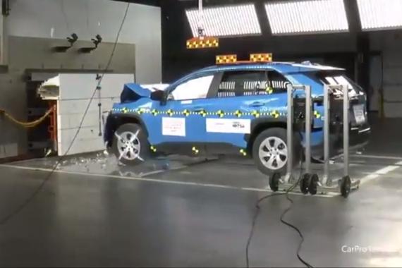 视频:安全系数高不高?2019款丰田RAV4碰撞测试