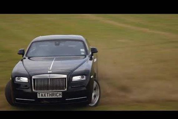 视频:豪车也能豁!劳斯莱斯幻影上演漂移秀