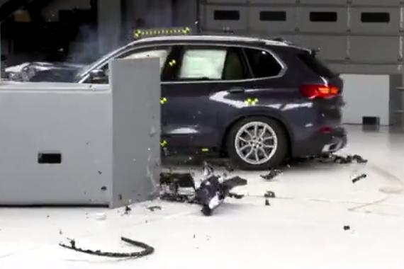 宝马2019款X5碰撞测试