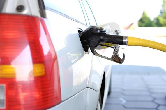 国际油价跌跌不休:美油跌破30美元关口,日内跌超32%