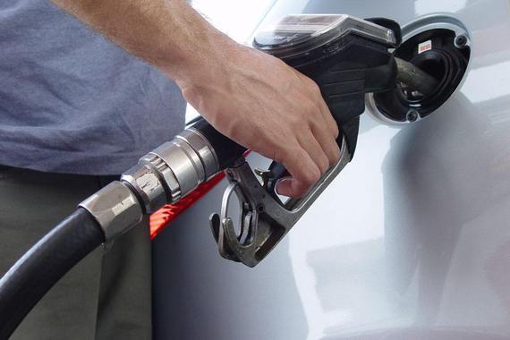 热浪 国家发改委:本轮油价按照每桶40美元下调