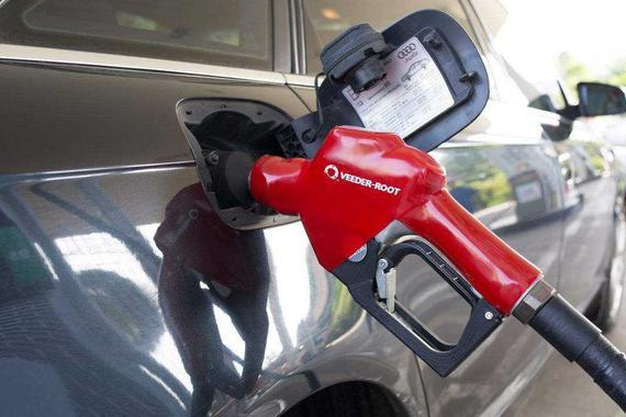 """油价下调""""喜大普奔"""" 舍得加98就真的对爱车好么?"""