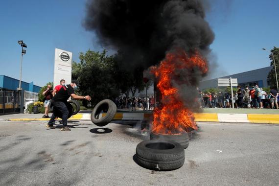 日产决定从12月起关闭西班牙工厂 引发工人放火抗议