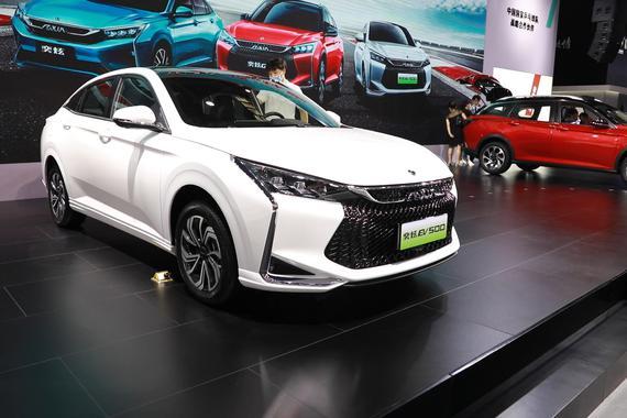 2020重庆车展视频:细分市场新丁驾到  续航超400km 东风风神奕炫EV