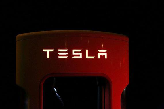 特斯拉Autopilot将提供鸟瞰图新功能 方便狭窄空间停车