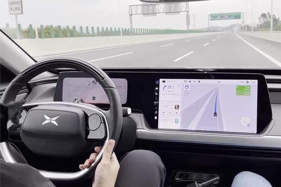 小鹏P7 NGP测试版高速自动并线