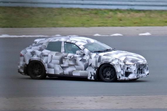 法拉利首款SUV赛道测试谍照首曝 采用前中置发动机4座布局