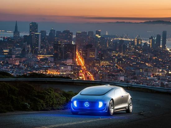 """奔驰""""铁三角""""-角逐无人驾驶汽车共享的无限可能"""