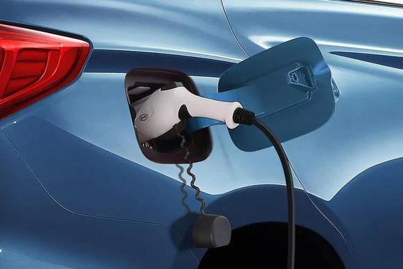 年终奖发了!适合入手新能源车还是燃油车?