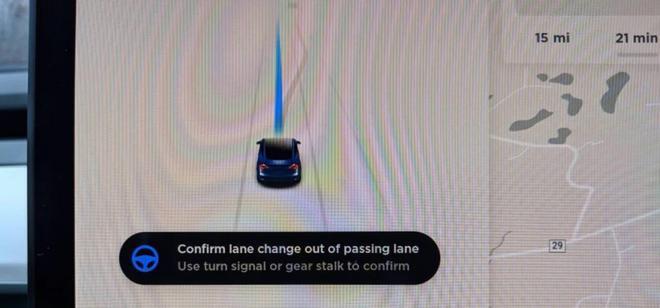 特斯拉新软件更新:Autopilot可保持在超车道行驶