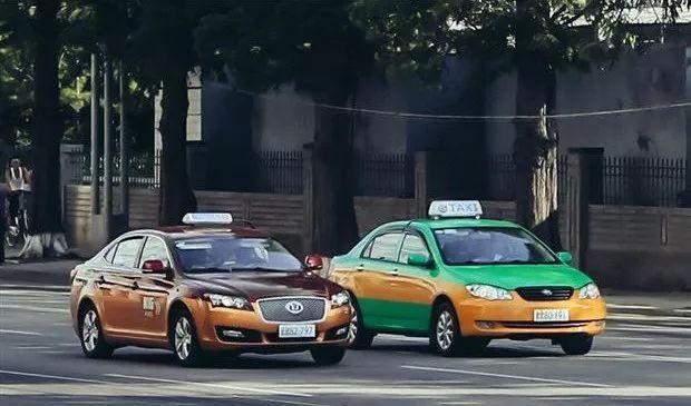 行驶在朝鲜街头的华泰出租车